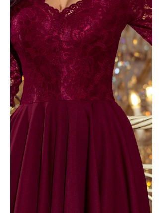 Bordové asymetrické šaty s trojštvrťovými rukávmi a krajkou-5