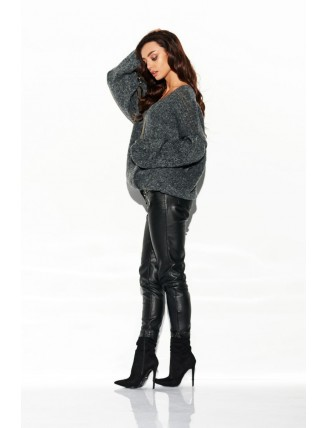 Tmavo-sivý sveter s výstrihom a rozšírenými rukávmi 2