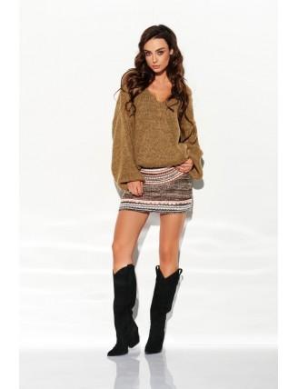 Hnedý sveter s výstrihom a rozšírenými rukávmi 1