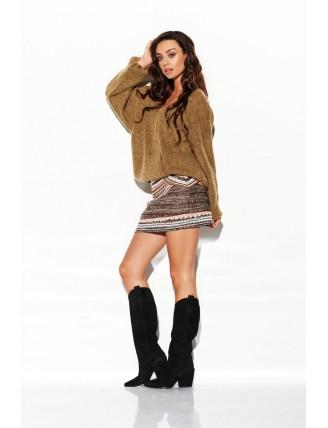 Hnedý sveter s výstrihom a rozšírenými rukávmi 2