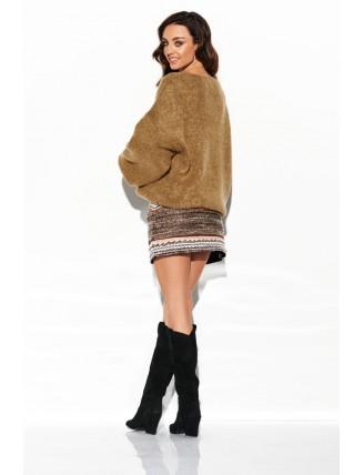 Hnedý sveter s výstrihom a rozšírenými rukávmi 3