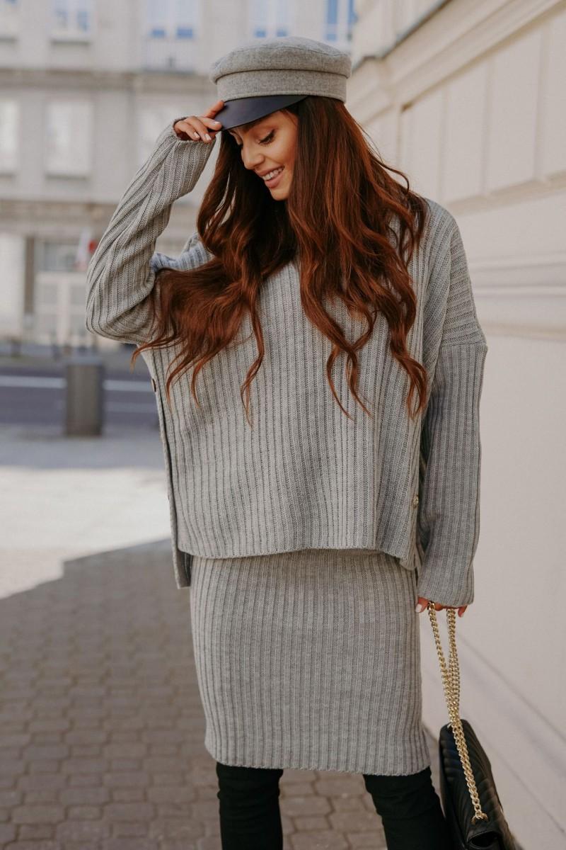Sivá pletená súprava roláku so sukňou