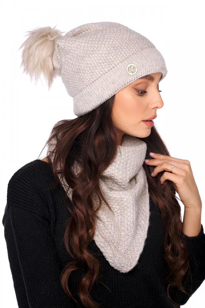 Béžová čiapka s brmbolcom a šálom