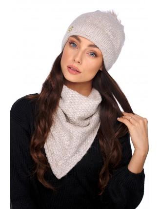 Béžová čiapka s brmbolcom a šálom 1