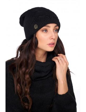 Čierna pletená čiapka s komínovým šálom