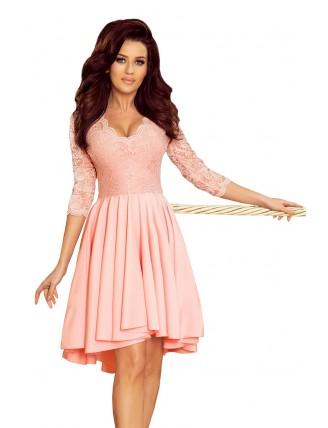 Púdrovo ružové asymetrické šaty s čipkou