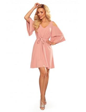 Ľahké púdrovo ružové šaty s výstrihom a viazaním v páse - celá postava