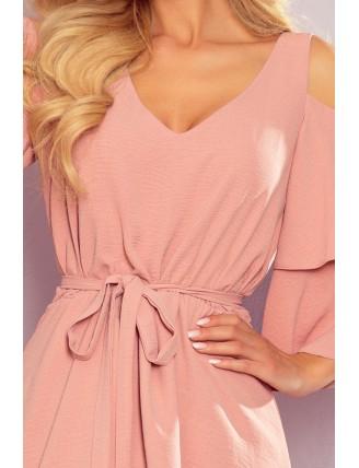Ľahké púdrovo ružové šaty s výstrihom a viazaním v páse - detail